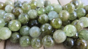 Tsavoriit (roheline granaat) 8 mm